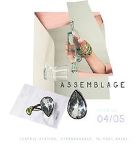 translation not available – Opening ASSEMBLAGE
