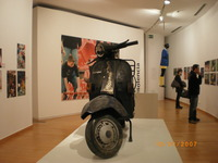 translation not available – The scooter burned in San Siro (Milano) in 2001 as shown at the exhibition in Barcelona