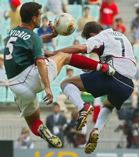 VIOLENCE also at the playfield. USA - México, World Cup 2002. Manuel Vidrio dreadfully tackles Eddie Davis